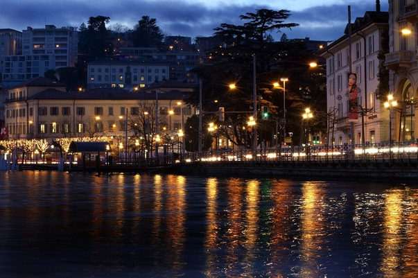 Picture of the waterfront in Lugano, Switzerland; December 2010 Winner in FreePhotoCourse.com's Contributor's Gallery; © 2010, Daniel O. Gonzalez; published by FreePhotoCourse.com