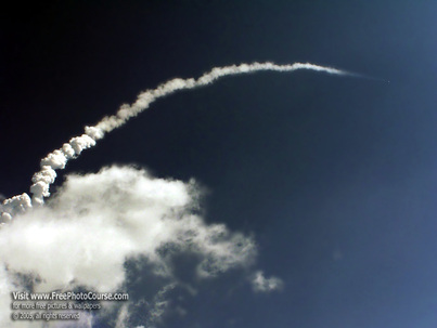 Rocket Launch Photography Tips. Picture of Space Shuttle Discovery Return to Flight July 26, 2005.  Photo Credit: Stephen Kristof for www.FreePhotoCourse.com. © 2005, all rights reserved.