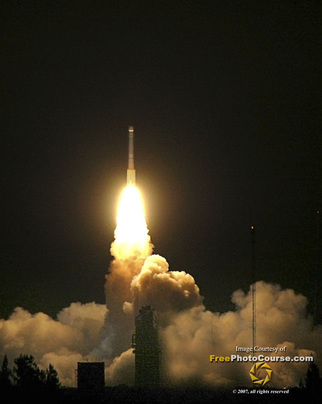 Rocket Space Launch Pictures. How to space launch photography article. Picture of a Delta 2 rocket launch carrying NASA's Mars Phoenix spacecraft. Photo Credit: Stephen Kristof for www.FreePhotoCourse.com;© 2007, all rights reserved.