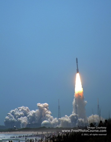Rocket launch photography tips; picture of an Atlas V rocket, NASA Juno mission, photographed from Playalinda Beach, Canaveral National Seashore. Rocket Launch Tips Article.© 2011, Stephen Kristof for FreePhotoCourse.com; all rights reserved.