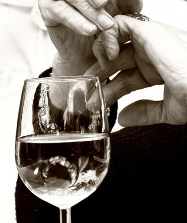 Picture of wine glass, Contributor's Gallery, FreePhotoCourse.com