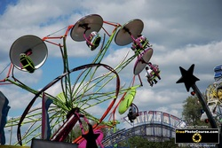Picture of a carnival ride at a county fair. Digital Camera lessons, tips and tutorials from FreePhotoCourse.com.  All Rights Reserved