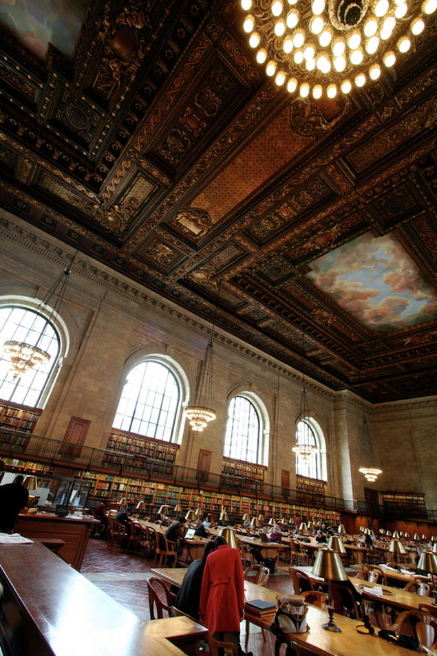 Picture of the Rose Main Reading Room at the New York City Library, Midtown Manhattan; part of the NYC Exposed online exhibit from www.FreePhotoCourse.com; © 2011, Mathew Spolin, all rights reserved