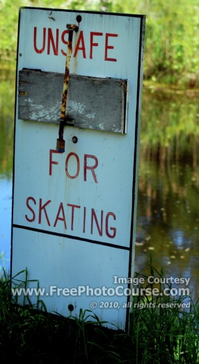 Sign in Pond - Unsafe for Skating, © 2010, FreePhotoCourse.com  -  free digital pictures, computer desktop backgrounds, free online photography tips