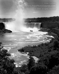 Black & White photography - Niagara Falls with vapor plume. Find more cool pictures and wallpapers at FreePhotoCourse.com. © 2011, all rights reserved.