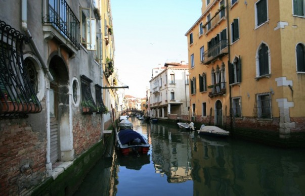 Picture of canal scene in Venice, Italy; Contributor's Gallery Winning Submission to FreePhotoCourse.com